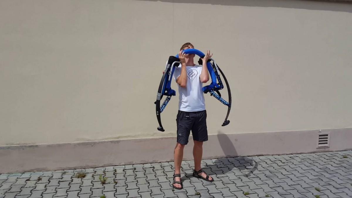 Jak přenášet skákací boty A-jump - hopsej-magazín ff3b554292